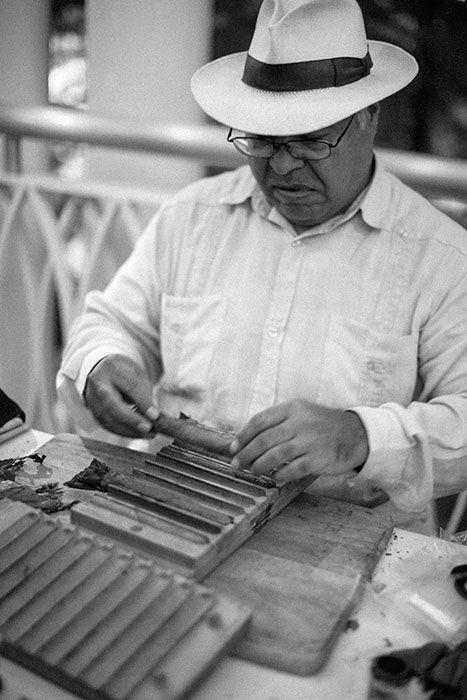 professional cigar roller