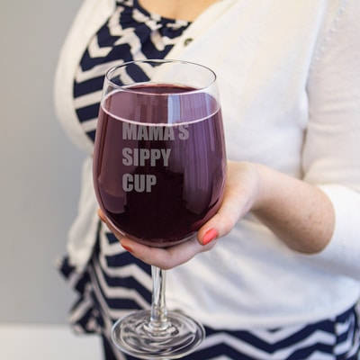 """XL wine glass engraved with """"Momma's Sippy Cup"""""""