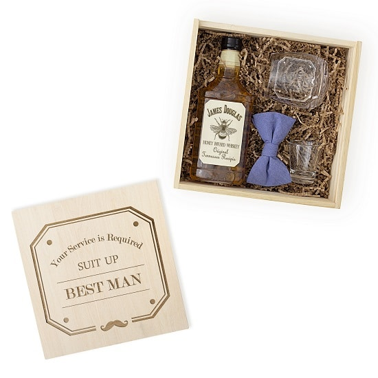 The best man spirit box features a whiskey glass and shot glass.