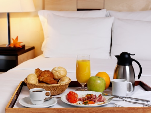 honeymoon-breakfast-in-bed