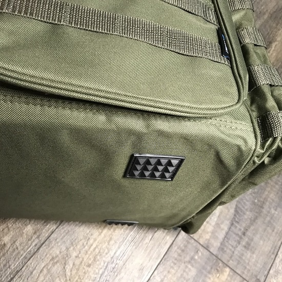 The gripper feet on the Tactical Commander bag make the bag suitable for all terrains.