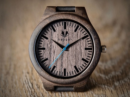 Watch face of the wooden men's watch